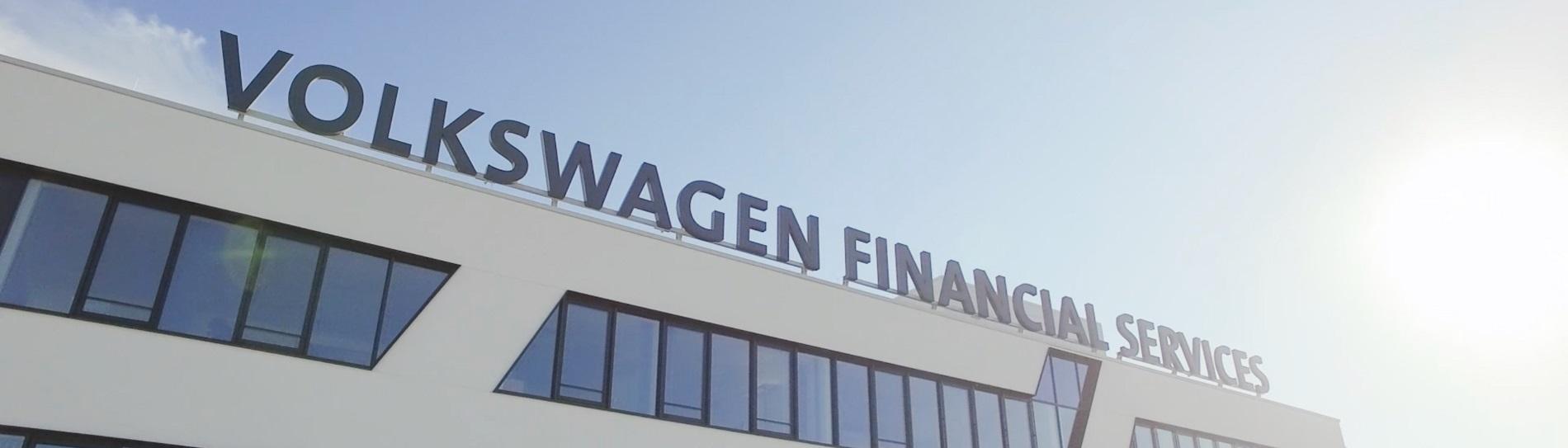 Financial-Services_Buehne_1900x543